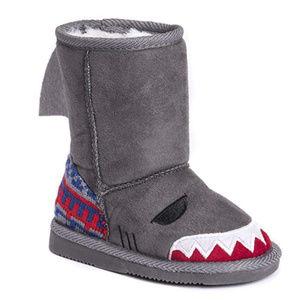 MUK LUKS Kid's Finn Shark Boots Fashion